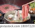 牛肉涮涮锅 牛肉 锅里煮好的食物 18097220