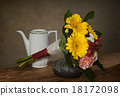 bouquet in vase 18172098