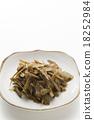 金平牛篣 炒牛蒡絲 牛蒡根切碎煮熟加糖和醬油 18252984