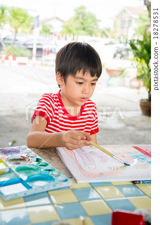 Little boy drawing picture on table outdoor; 18278531