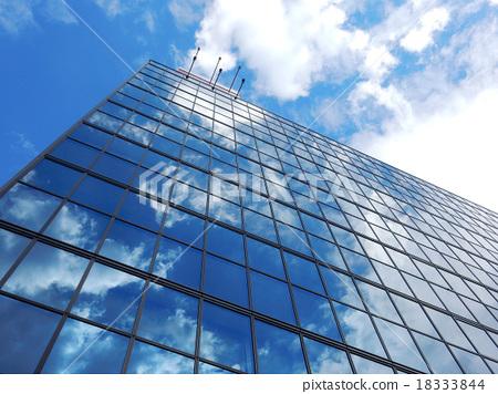 辦公樓天空和雲彩反射 18333844