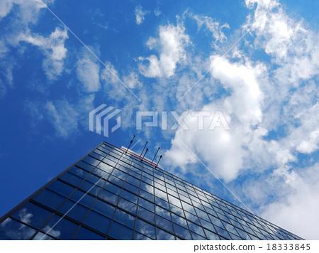 辦公樓天空和雲彩反射 18333845