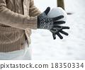 雪球大戰 在雪地裡玩 雪球 18350334