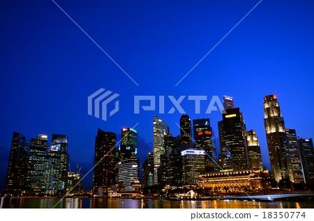 新加坡的高層建築·經濟區和朱比利橋 18350774
