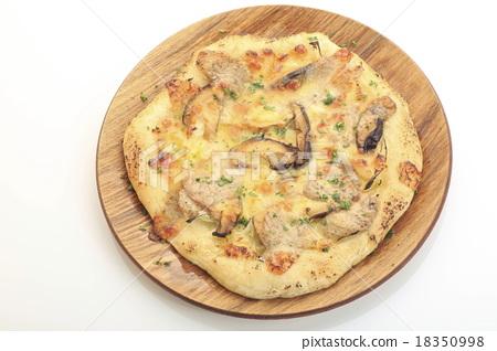 Mushroom pizza image 18350998