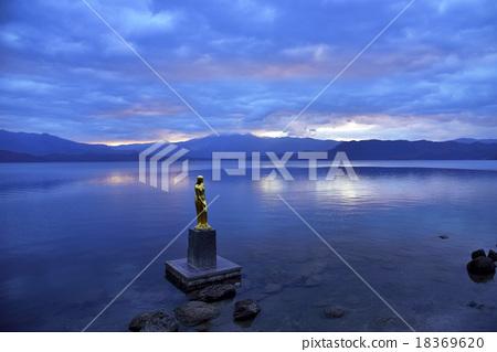 Morning lake Tazawazu 18369620