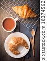 Croissant 18374592