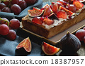 Tart with Grapes and Figs 18387957
