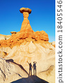 Traveling couple making funny picture under hoodoo rock formation in Arizona, USA 18405546
