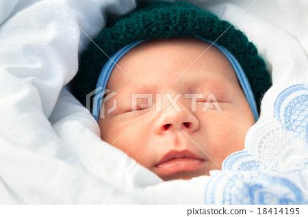 close up newborn baby sleeps 18414195