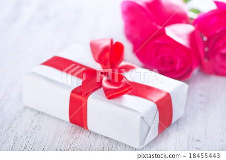 present and red rose 18455443
