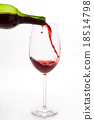 Red wine pouring 18514798