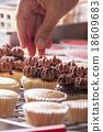 Making cupcakes 18609683