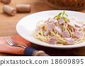 spaghetti carbonara 18609895