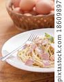 spaghetti carbonara 18609897