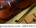 violin and bow 18643623