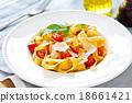 Tagliatelle with tomato 18661421