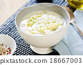 Cauliflower soup 18667003