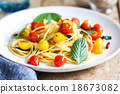 Spaghetti with red and yellow cherry tomato 18673082