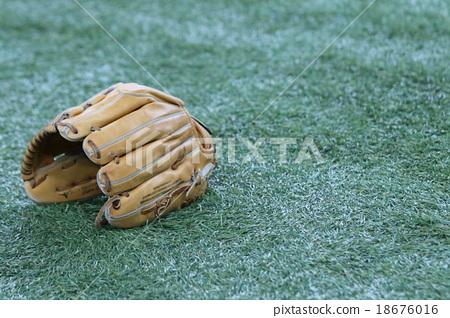 Baseball glove 18676016