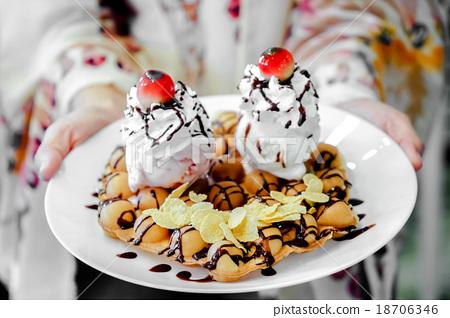 waffles 18706346