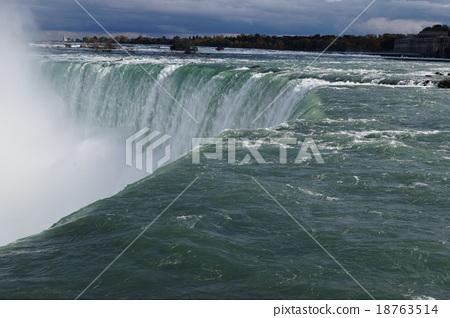 Niagara Falls Canada 18763514