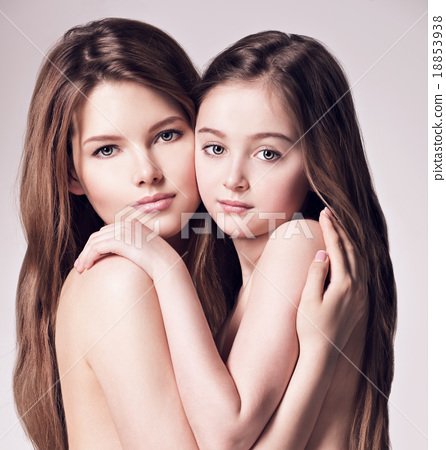 Beautiful naked mother and small daughter 18853938