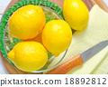 fresh lemons 18892812