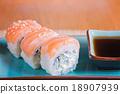 California maki sushi with fish  18907939