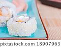 California maki sushi with tempura shrimp 18907963