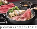 牛肉 用鍋烹飪 鍋裡煮好的食物 18917310