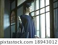 女性 側面圖 簡介 18943012