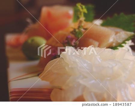 sliced raw fish 18943587
