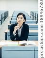 大学生接受讲座 18946780