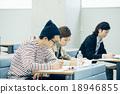 大学生接受讲座 18946855