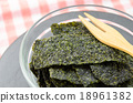 Fried seaweed. 18961382