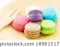 Colorful macaroons 18961517