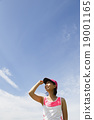 女性 仰视 慢跑者 19001165