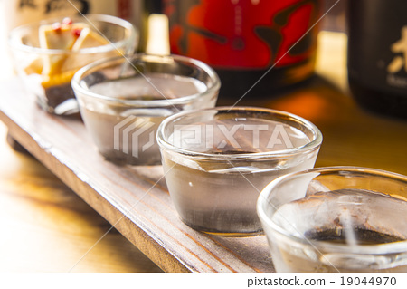 Inoguchi and carefully selected sake 19044970