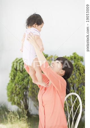 미소 짓는 부모 (야외 정원) 19053009