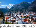 Zermatt village with Matterhorn in Swiss Alps 19065472