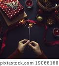 Overhead shot of Christmas presents  19066168