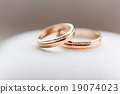 Golden wedding rings with diamonds. 19074023