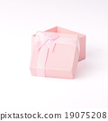 paper gift box on white background 19075208