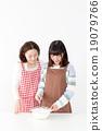 與父母和孩子一起烹飪 19079766