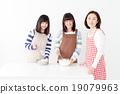 與父母和孩子一起烹飪 19079963