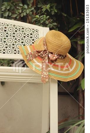 straw hats 19183603