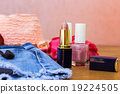 Cosmetics and women's accessories 19224505