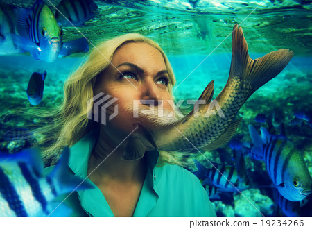 Woman eating fish 19234266