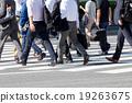 Summer commuting scenery (walking salaried worker) 19263675